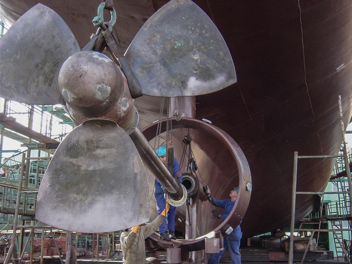 astilleros-armada - reparación de buques - eje de cola